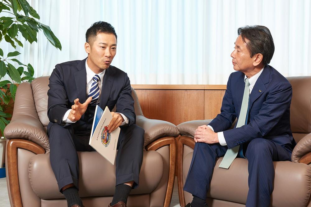 阪神西岡選手が朝礼に 「繋がりに感謝してプレー」